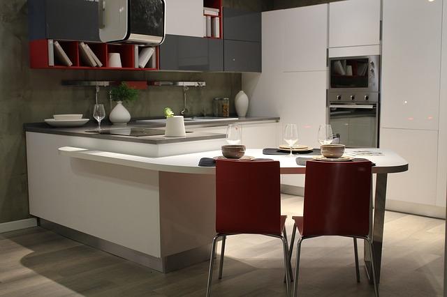 dvojbarevná kuchyň