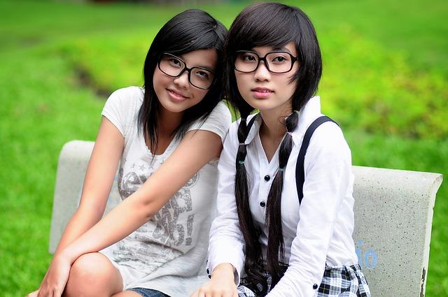 brýlaté asiatky