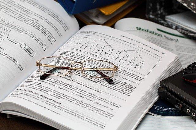 symbol studia složitých zákonitostí či businessu