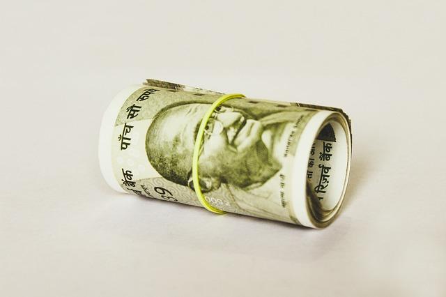 peníze v ruličce